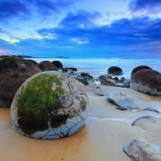 Камењата Мореаки (јајцата на змејови) на плажата Коекохи во Нов Зеланд (2)