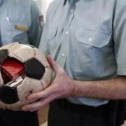 Цигари во фудбалска топка