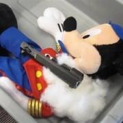 Пиштол во плишана играчка