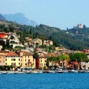 Тосколано Мадерно, село на брегот на езерото Гарда