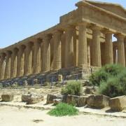 Во Долината на храмовите во Агриџенто, Сицилија