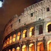 Римскиот Колосеум навечер