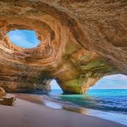Пештерската плажа во Португалија