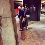 Овој пар на кој му се исплати долгото чекање на возот