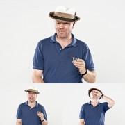 Фотограф го фаќа на слика смешниот израз на луѓето кога пијат шотови