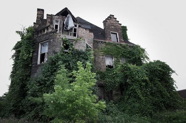 Ова е семејната куќа Оливер (Честер, Пенсилванија). Во 1898 година, целото семејство исчезнало, а мистеријата зад случајот не е никогаш откриена. Жителите од местото велат дека понекогаш можат да ги видат лицата на членовите од семејството на прозорците од куќата