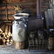 За загревање на домот се користат печки на дрва.