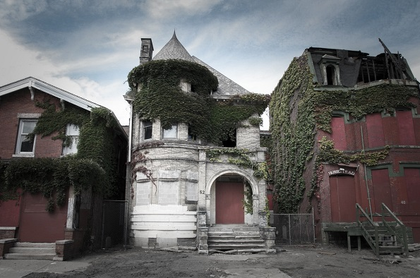 Во опседнатиот замок - храм (Детроит, Мичиген) се случило тројно убиство во август 1942 година