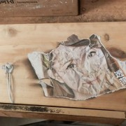 Неверојатно талентиран уметник црта хипер-реалистични цртежи на дрвени штици