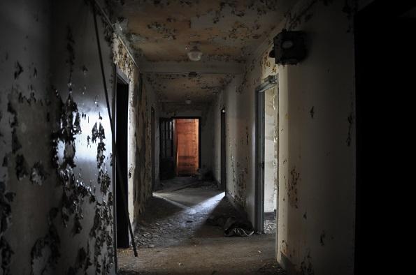 Опседната куќа Хули е објект во кој се случиле многубројни убиства во седумтесеттите кога ова место било преноќувалиште за случајни поминувачи