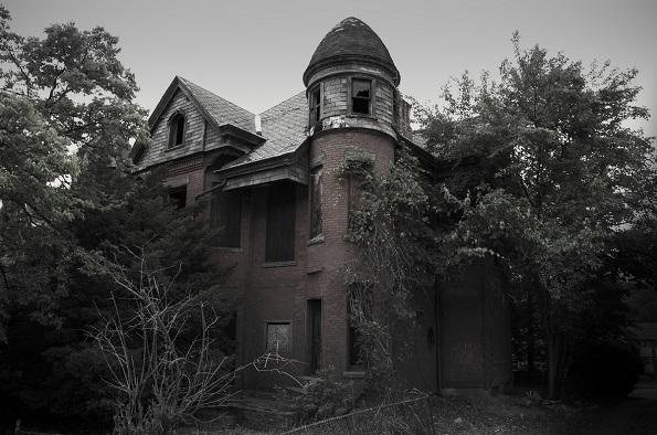 """Замокот Бејли (Хартфорд, Конектикат) е опседната куќа од која е инспирирана добро позната телевизиска серија """"Американска хорор приказна"""""""