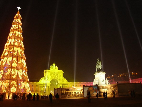 Најубавите новогодишни елки ширум светот