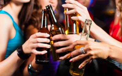 15 работи кои ги прават само пијаните девојки