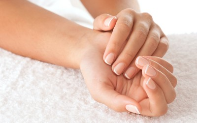 Како да се справите со ноктите кои се лупат?