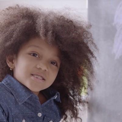 """Нова кампања на """"Dove"""": Сакајте ја својата кадрава коса"""