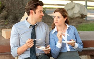 9 прашања кои треба да си ги поставите пред да започнете романса на работното место