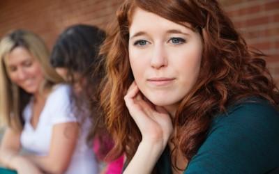 Социјална анксиозност: Дали премногу се грижите за тоа што другите мислат за вас?
