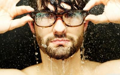Сосема логични причини зошто би требало да му дадете шанса на момчето со очила