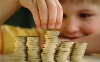 Како да го научите детето да се однесува одговорно со парите?