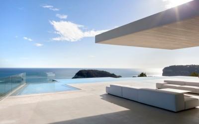 Модерна вила во Шпанија со преубав поглед над Медитеранот