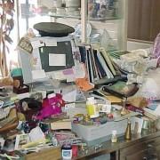 Кога се собираат милион непотребни предмети на бирото