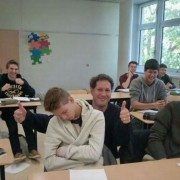 Ученикот заспал на час, па професорот си направил селфи со него