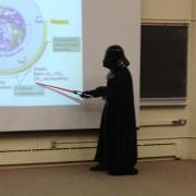 Професор по микробиологија вака одржал цел час