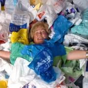 Кога ќе ви се собере многу ѓубре дома, а ве мрзи да одите да го фрлите