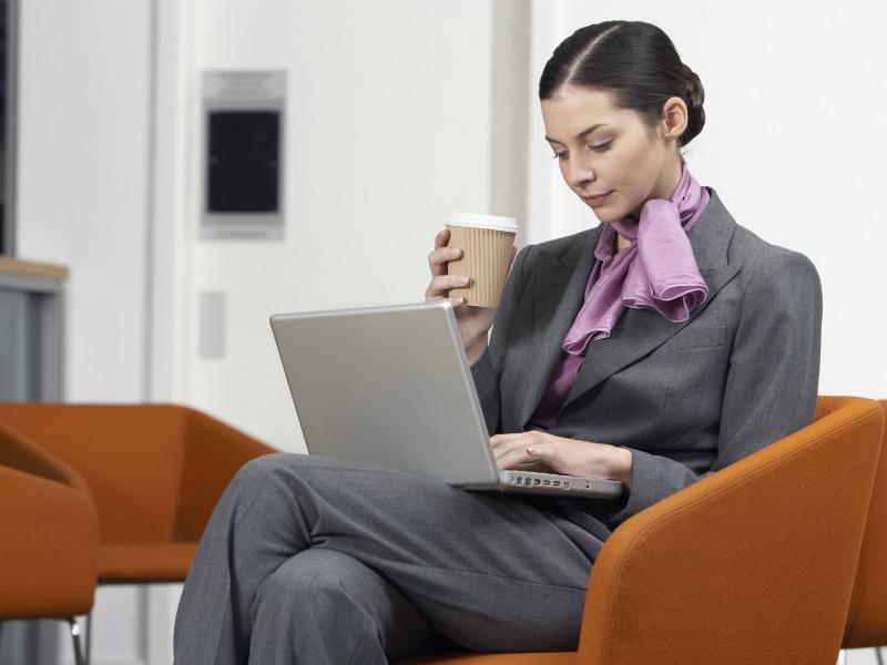 4 причини да престанете да седите со вкрстени нозе