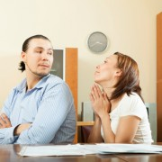 7. Дебатите за кој каде ќе седи за време на свадбата.