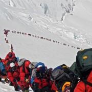 Планинари се искачуваат на Монт Еверест во мај, 2013 година