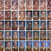 Овој професор се облекува исто за сликање 40 години