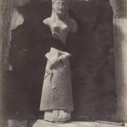 Фотогафија на Август Салцман, Статуа од варовник - солен принт на хартија добиен од хартиен негатив (1858-1865 година)
