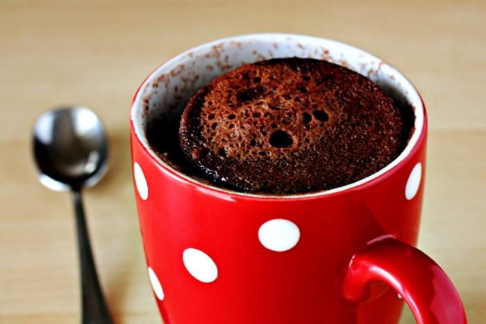 Мала чоколадна тортичка која се подготвува за само 5 минути