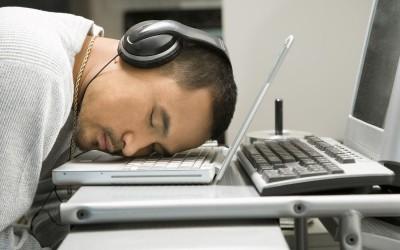 14 знаци дека поминувате премногу време на интернет