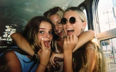 16 причини поради кои другарствата од средно остануваат за цел живот