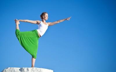 Јога поза која го уништува целулитот: Една вежба која ги опфаќа и бутовите и задникот