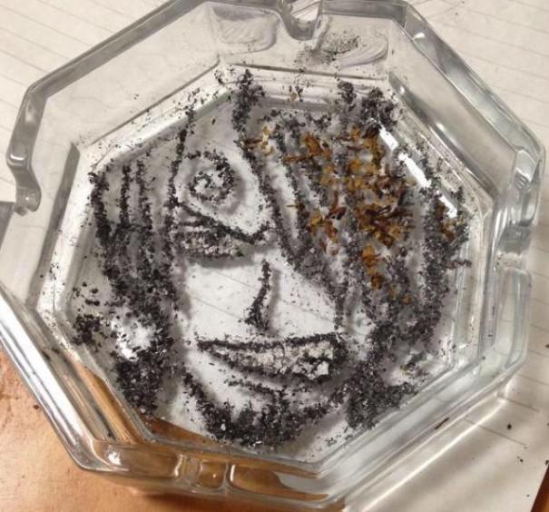 (4) Цигарите можеби убиваат, но овој артист прави убиствена уметност со нивната пепел