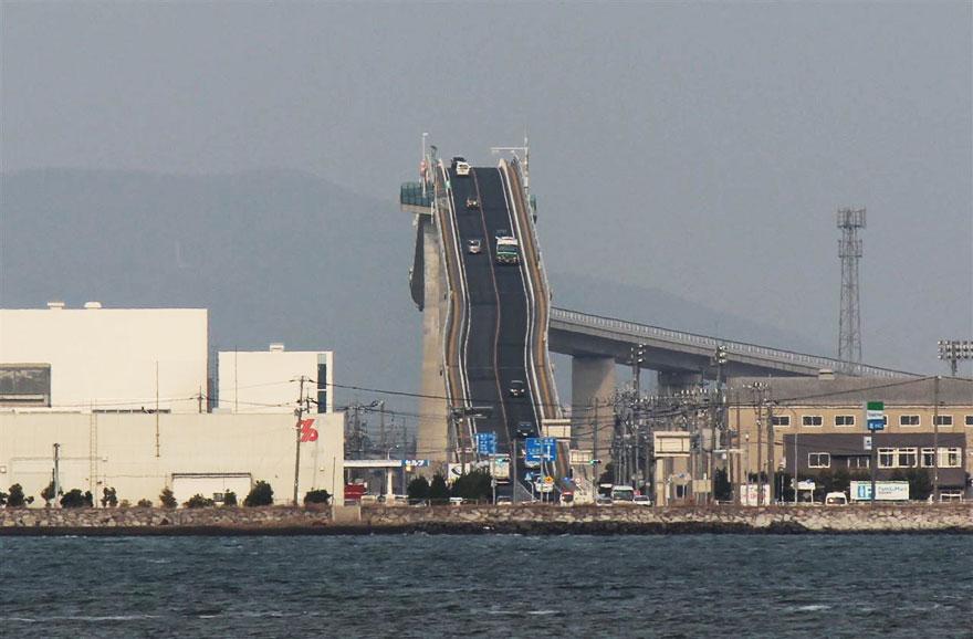 (5) Мост во Јапонија кој изгледа како луда железница