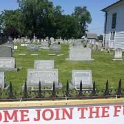 Оваа црква одлучила да постави реклама за својот библиски камп на многу незгодно место