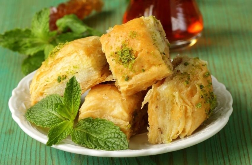 Десерт кој ќе ви заслади душичката: Баклава со пудинг