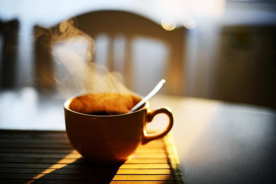 Научниците препорачуваат да не пиете кафе рано наутро