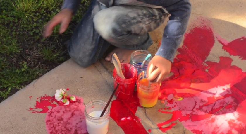 (2) Направете сами: Водени боички за цртање на тротоар