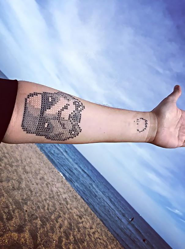 2-piksel-art-kreativni-tetovazi-koi-nalikuvaat-na-gobleni-kafepauza.mk