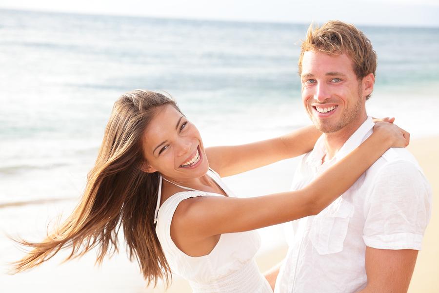 22 знаци дека сте во врска со маж кој сака да ве направи среќни