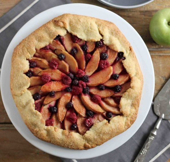 (3) Неверојатно вкусна пита со јаболко и шумско овошје