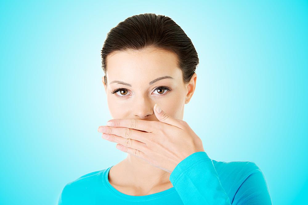 5 начини на кои можете да ја отстраните непријатната миризба од лук или кромид во вашата уста