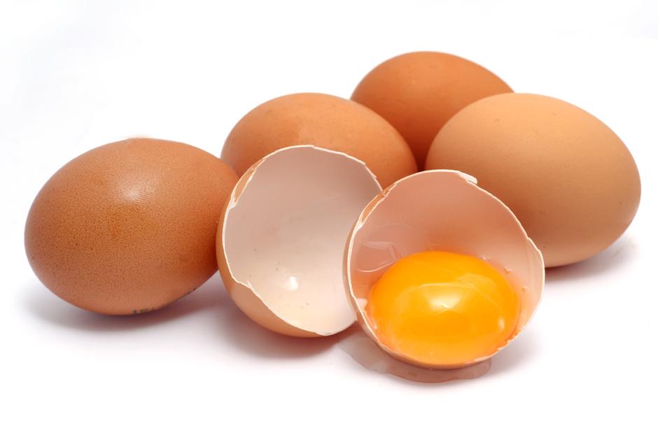 Чувајте се од труење со храна: Како да откриете дали јајцата во вашиот дом се сè уште свежи?
