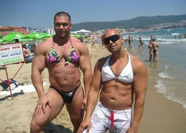 """(1) Дали овие костими за капење се """"најепските"""" промашувања?"""