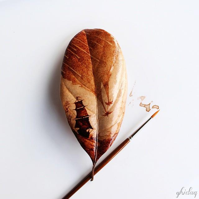 (1) Прекрасна уметност: Овој артист црта на лисја со остатоците од утринското кафе